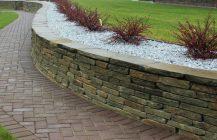 Устройство подпорных стенок из натурального камня
