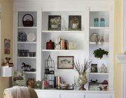 Как красиво оформить стеллаж в гостиной