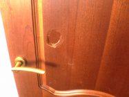 Как починить пробитую дверь межкомнатную